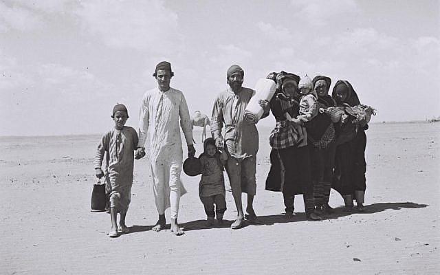 Judíos yemenitas caminando a Aden, el sitio de un campamento de recepción, antes de su emigración a Israel, 1949. (Kluger Zoltan / Archivo de fotos nacionales israelíes / dominio público)