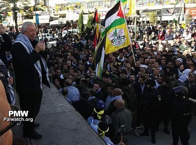 Vicepresidente de Fatah participa en la quema de un ataúd con fotografías de Trump y Netanyahu