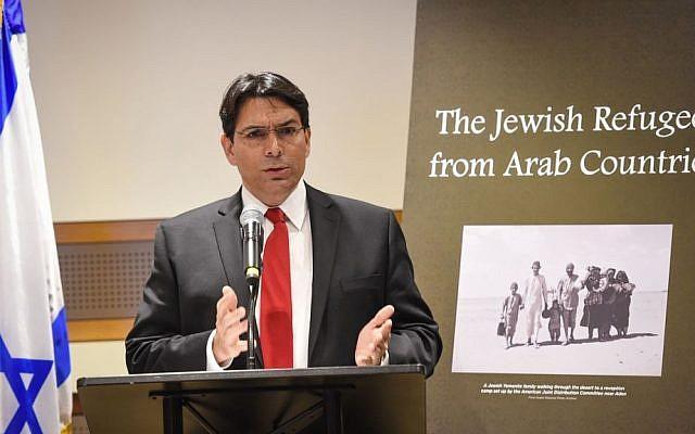 El embajador israelí ante las Naciones Unidas, Danny Danon, pronuncian las palabras de apertura en un evento oficial de la ONU que conmemora a los refugiados judíos de las tierras árabes, el 1 de diciembre de 2015. (Shahar Azran)
