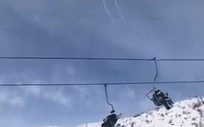 El sistema de defensa de misiles Iron Dome intercepta un cohete sobre la estación de esquí del Monte Hermon el 20 de enero de 2019. (Captura de pantalla / Twitter)