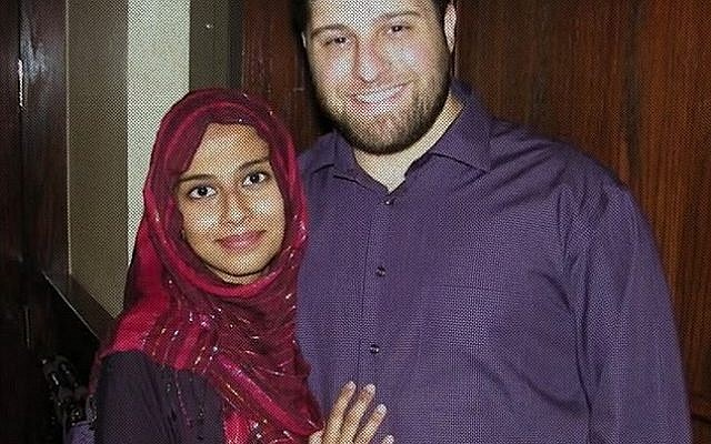Joya con su ex esposo John Georgelas / Yahya al-Bahrumi
