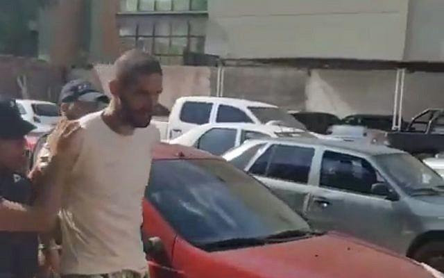 Gil Pereg, arrestado bajo sospecha de estar involucrado en la desaparición de su madre y su hermana en Argentina, 26 de enero de 2019 (captura de pantalla de YouTube a través de Mendoza Post)