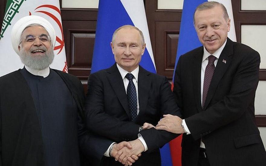 El presidente ruso Vladimir Putin (C), el presidente turco Recep Tayyip Erdogan (R) y el presidente iraní Hassan Rouhani posan antes de una reunión trilateral sobre Siria en el centro turístico de Sochi en el Mar Negro el 14 de febrero de 2019. (Sergei Chirikov / Pool / AFP)