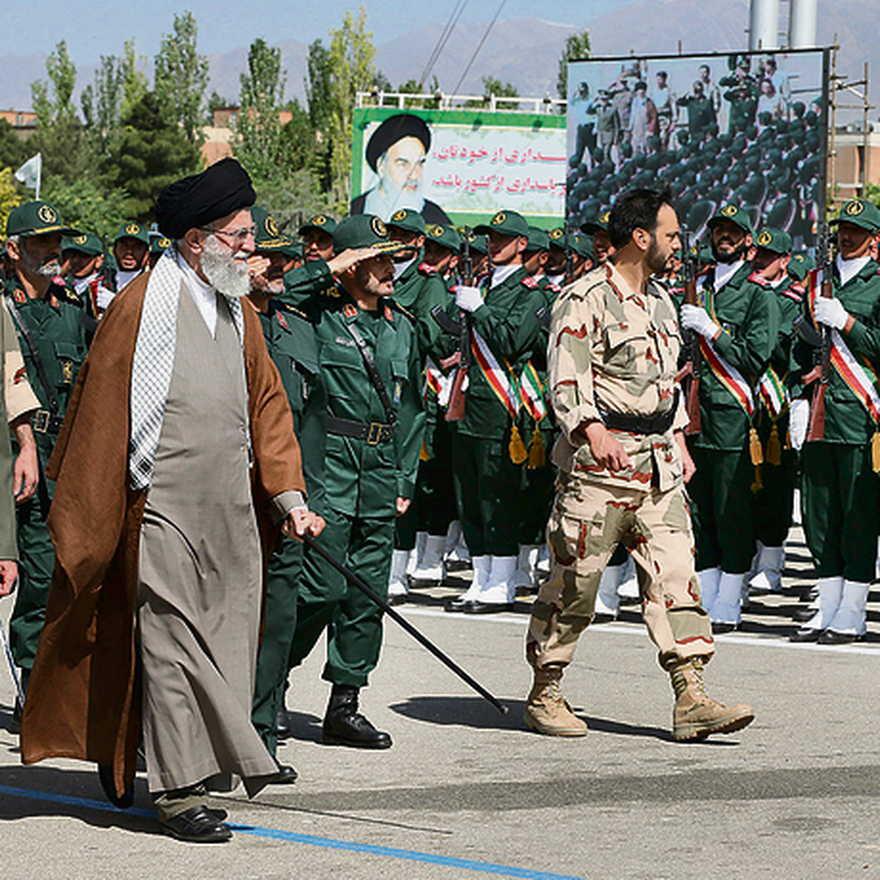 Líder supremo iraní Khamenei en un desfile militar