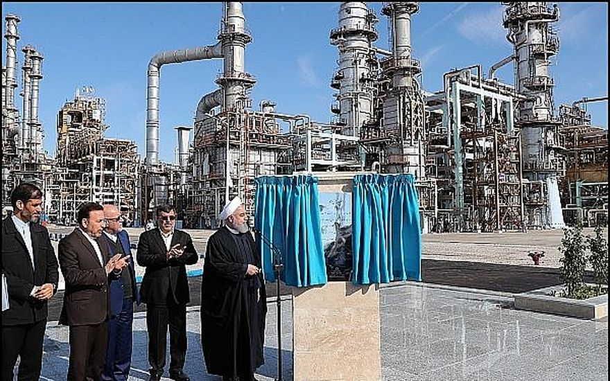El presidente iraní Rouhani dedica la fase final de una nueva refinería de petróleo en la ciudad de Bandar Abbas. 18 de febrero de 2019. (Rouhani Official website photo)