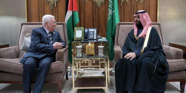 El presidente de la Autoridad Palestina, Mahmoud Abbas, y el príncipe heredero de la corona de Arabia Saudita, Mohammed bin Salman, se reunieron en Riad el 12 de febrero de 2019. (Crédito: Wafa)