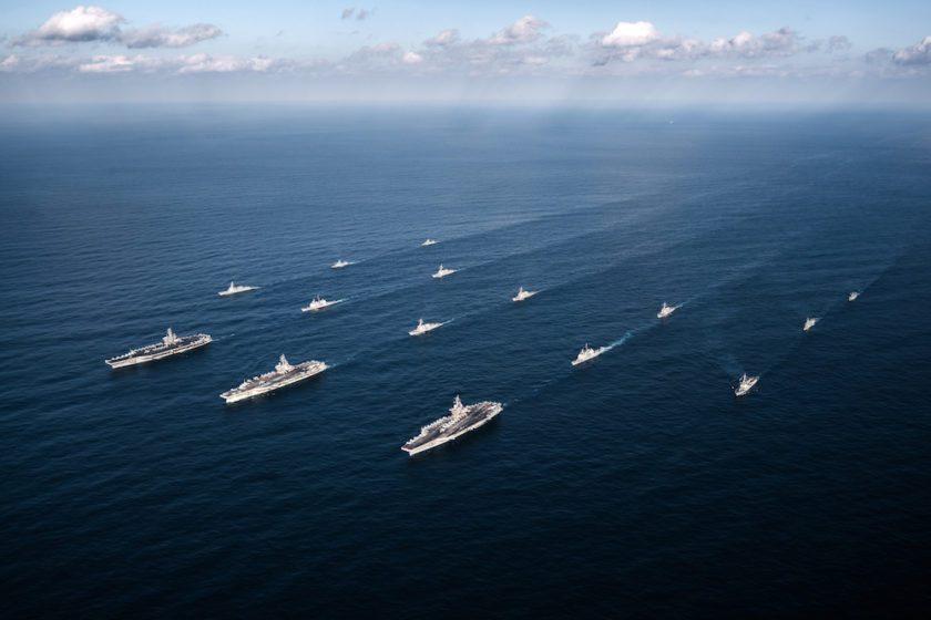 Los portaaviones USS Ronald Reagan (CVN 76), USS Theodore Roosevelt (CVN 71) y USS Nimitz (CVN 68) Strike Groups (foto naval)