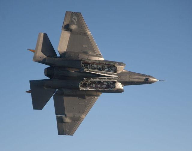 Plataformas internas de armas de un US Navy F-35C (Navy)