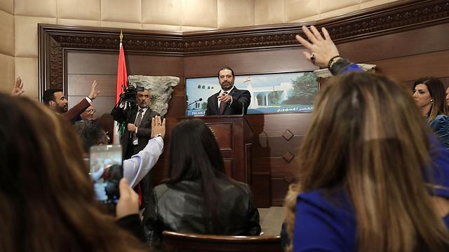 Hariri tomando preguntas