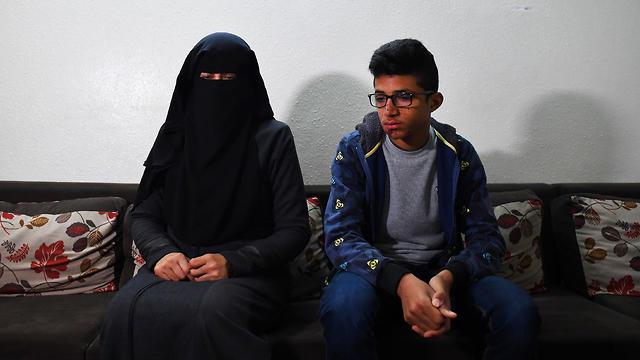 Moatasem al-Nabeeh y su madre