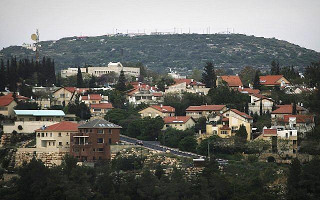 Una vista del asentamiento judío Karnei Shomron en el norte de Cisjordania, 9 de abril de 2008 (Foto AP / Dan Balilty)