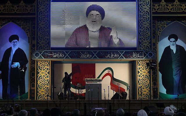 El líder de Hezbolá, Hassan Nasrallah, pronuncia un discurso de transmisión en vivo, durante un mitin para conmemorar el 40 aniversario de la Revolución Islámica de Irán, en el sur de Beirut, el 6 de febrero de 2019. (AP Photo / Hussein Malla)