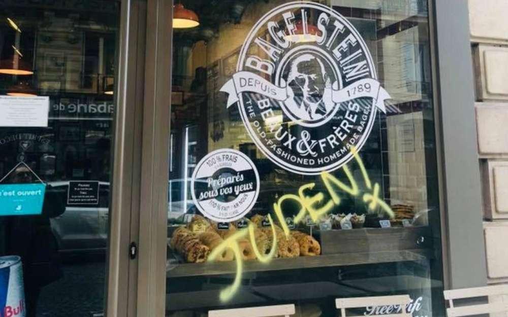 El graffiti antisemita encontrado en el restaurante Bagelstein en París el 9 de febrero de 2019 ,.(captura de pantalla: YouTube)