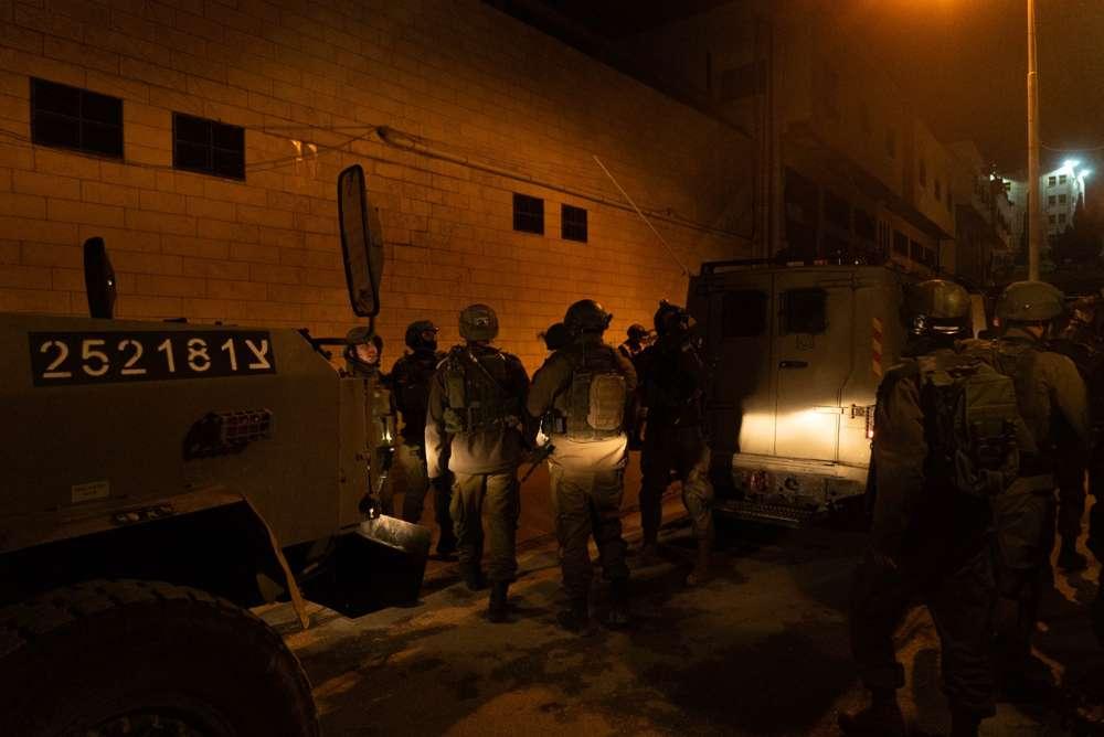 Las tropas israelíes miden la casa de Hebrón de un hombre palestino sospechoso de asesinar a Ori Ansbacher en Jerusaelm, el 10 de febrero de 2019. (Fuerzas de Defensa de Israel)