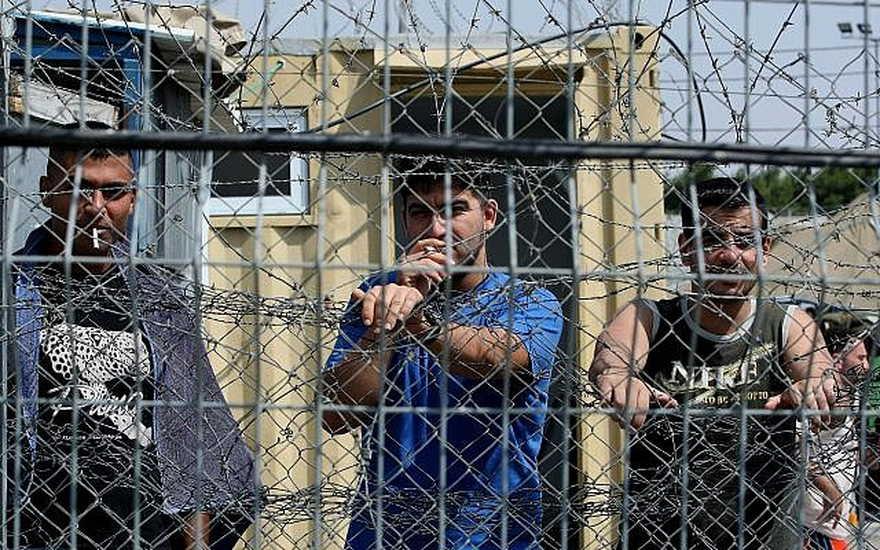 Ilustrativo: prisioneros de seguridad palestinos en la prisión de Ofer al norte de Jerusalén, 20 de agosto de 2008. (Moshe Shai / Flash90)