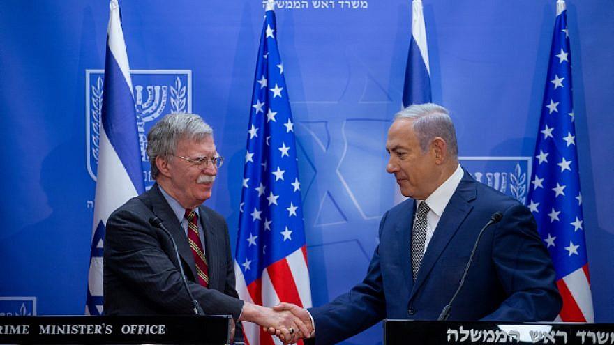 El primer ministro israelí, Benjamin Netanyahu, celebra una conferencia de prensa conjunta con el asesor de seguridad nacional de EE. UU., John Bolton, el 20 de agosto de 2018. Foto de Ohad Zweigenberg / POOL.