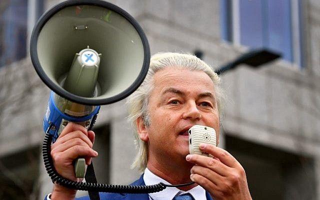 El político de derecha holandés Geert Wilders del partido PVV habla a sus partidarios durante una manifestación de PVV contra la política del Primer Ministro y su gabinete en Rotterdam, el 20 de enero de 2018. (AFP / ANP / Robin Utrecht)