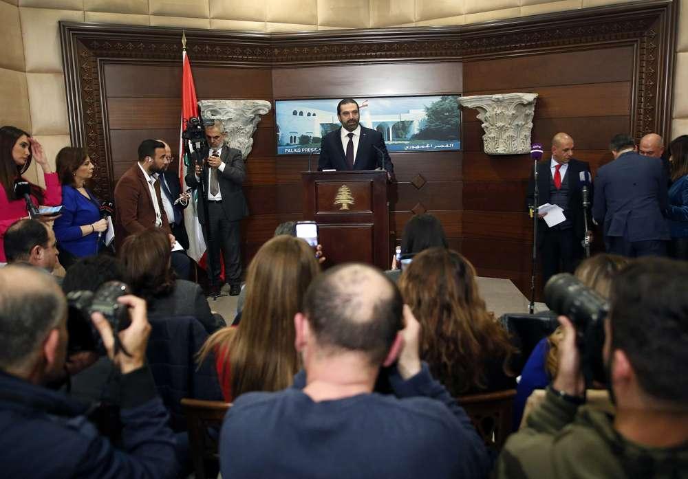 El primer ministro libanés recientemente asignado, Saad Hariri, habla con periodistas en el palacio presidencial en Baabda, al este de Beirut, Líbano, el jueves 31 de enero de 2019. Las facciones políticas libanesas acordaron la formación de un nuevo gobierno, rompiendo -un punto muerto que solo profundizó los problemas económicos del país.(Foto AP / Hussein Malla)