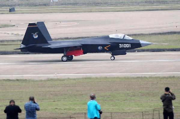 """China dice que lanzará un caza de """"6ª generación"""", pero su J-20 no es de 5ª generación"""