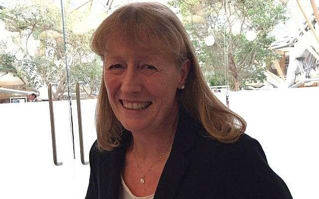 La ex diputada laborista y presidenta de Amigos Laboristas de Israel, Joan Ryan (personal del Times of Israel)