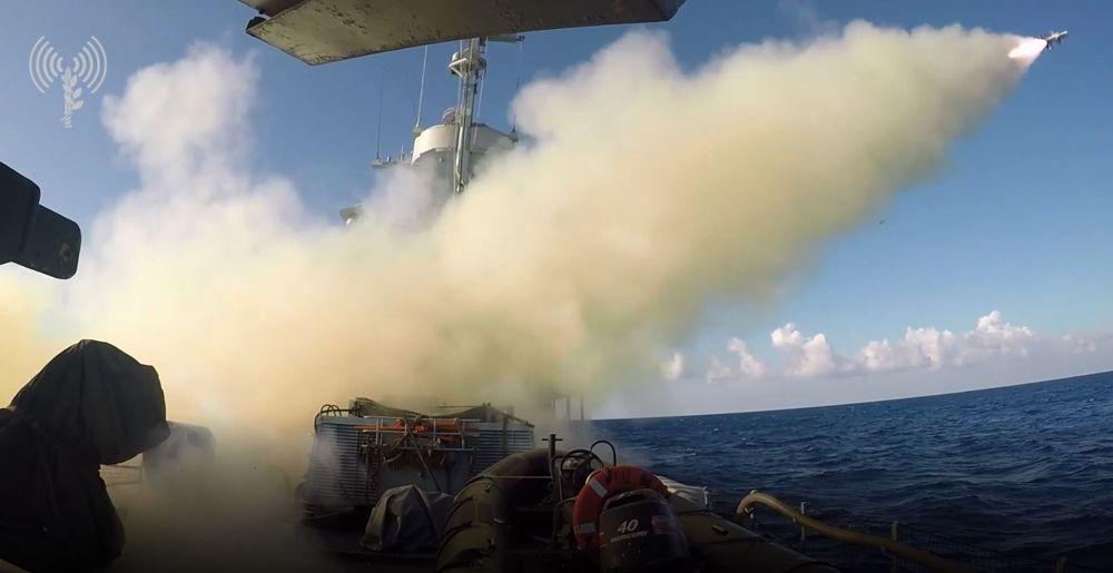 Marina de Israel dispara misil