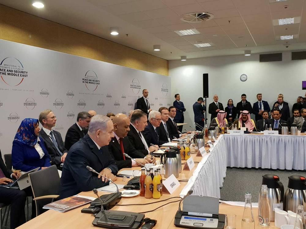 El primer ministro Benjamin Netanyahu (izquierda, primer plano) con otros líderes en la conferencia sobre Paz y Seguridad en el Medio Oriente en Varsovia, el 14 de febrero de 2019. (Amos Ben Gershom / GPO)