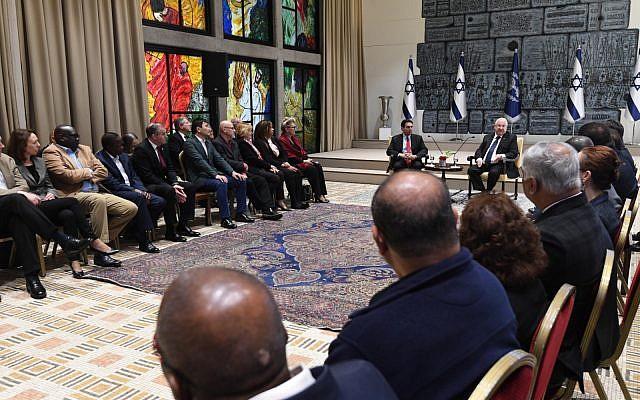 El presidente Reuven Rivlin recibe a los embajadores de la ONU en su residencia en Jerusalén el 3 de febrero de 2019 (Mark Neiman / GPO)