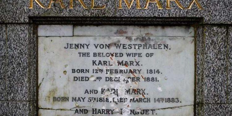 Tumba de Karl Marx vandalizada en Londres