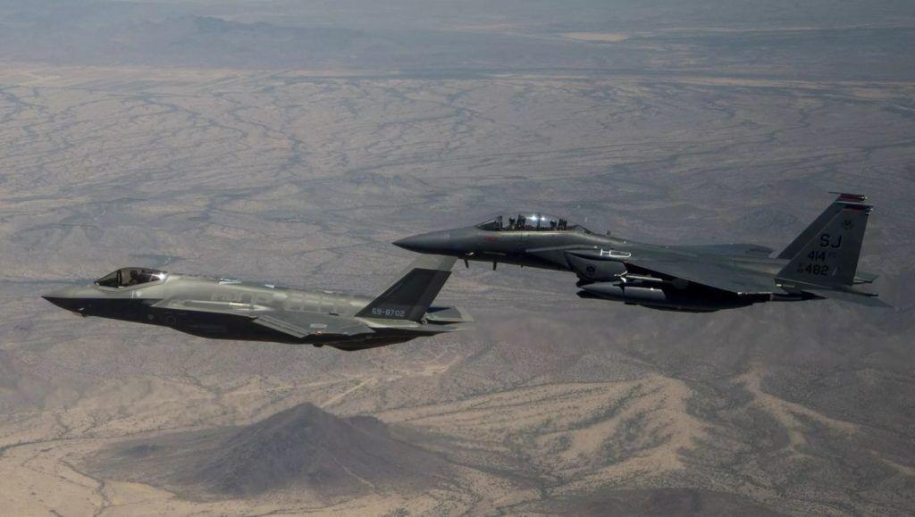 Por qué el F-15X podría ser el mejor socio del F-35 en un combate aéreo cercano
