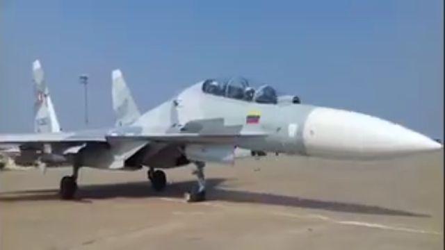 El Sukhoi Su-30MK2V de la Aviación Militar Bolivariana armado con el misil antibuque Kh-31 debajo del ala