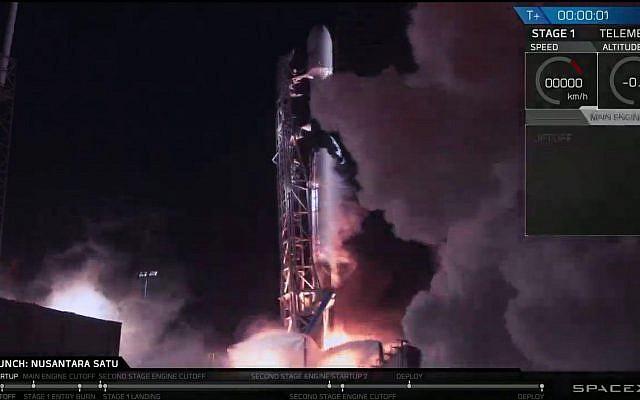 El cohete Falcon 9 despegó con la nave espacial Beresheet el 22 de febrero de 2019, como se ve en las pantallas del centro de comando en Yehud, Israel. (SpaceIL)