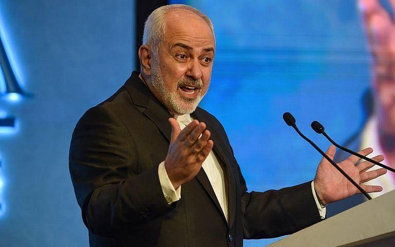 El ministro de Relaciones Exteriores de Irán, Mohammad Javad Zarif, habla durante el segundo día de la conferencia de tres días de Raisina Dialogue en Nueva Delhi el 9 de enero de 2019. (Money Sharma / AFP)