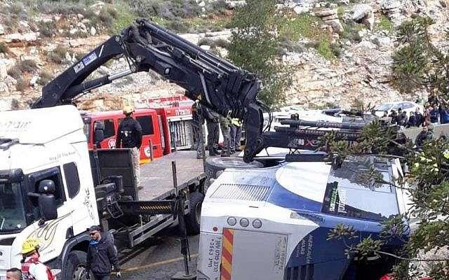 La escena de un accidente de autobús cerca de Beit Horon en la Ruta 443, 10 de febrero de 2019. (United Hatzalah)