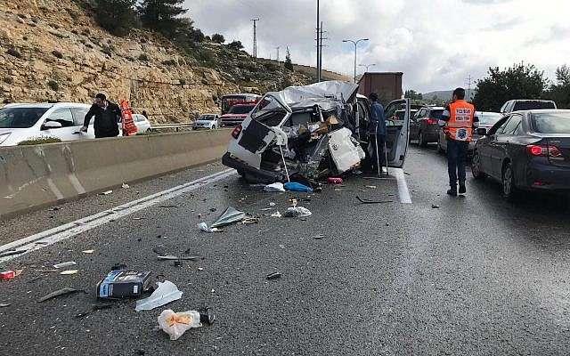 La escena de un accidente cerca de Beit Horon en la Ruta 443, 10 de febrero de 2019. (Policía de Israel)