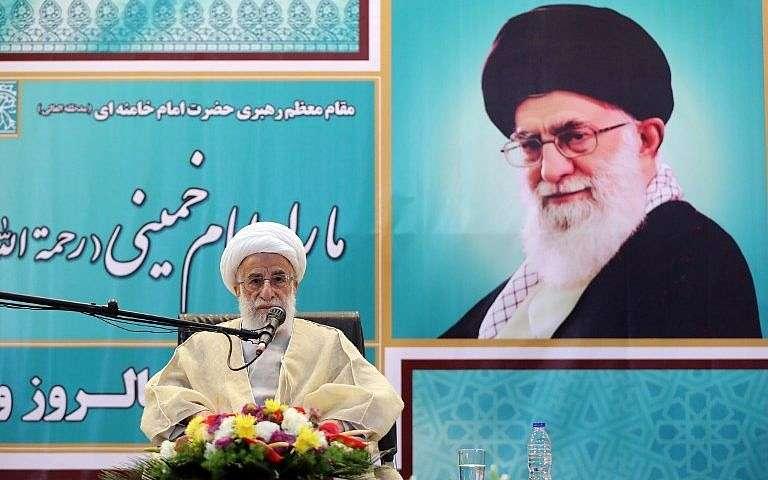 El presidente de la Asamblea de Expertos de Irán, el ayatolá Ahmad Jannati, pronuncia un discurso en Teherán en el mausoleo del ayatolá Ruhollah Jomeini, fundador de la República Islámica, en el 40 aniversario de su regreso del exilio en París, el 1 de febrero de 2019. (Stringer / AFP)