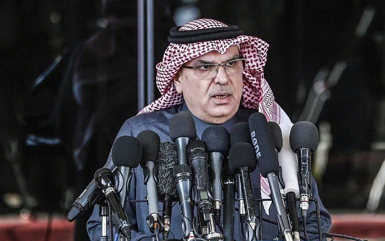 Mohammed al-Emadi, presidente del Comité Nacional para la Reconstrucción de Gaza de Qatar, habla en una conferencia de prensa en la ciudad de Gaza el 25 de enero de 2019. (Mahmud Hams / AFP)