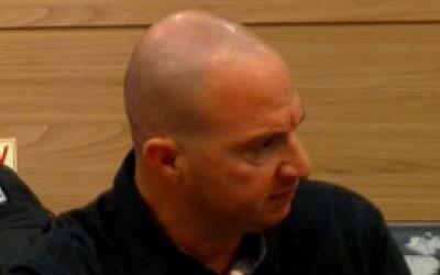 Erez Tidhar, jefe de la unidad de protección personal de la Dirección, hablando en el comité de Ciencia y Tecnología de la Knesset el 15 de octubre de 2018. (Captura de pantalla)