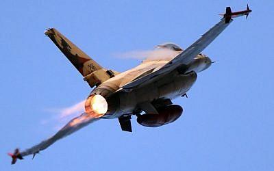 Israel Air Force F-16, 31 de diciembre de 2015. (Ofer Zidon / Flash90)