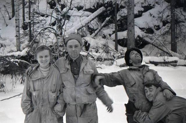 Dubinina, Krivonischenko, Thibeaux-Brignolles y Slobodin la están pasando bien. (Archivo Nacional de Rusia)