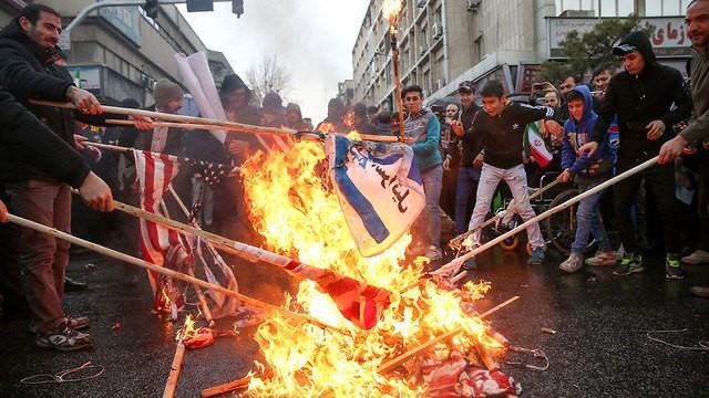 iran quema banderas