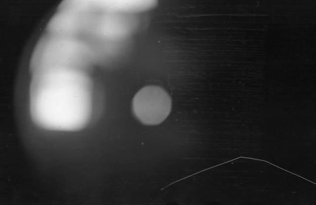 """Algunos sostienen que esta imagen de la cámara de Krivonischenko muestra las """"esferas"""" brillantes que otros campistas ven. (Archivo Nacional de Rusia)"""