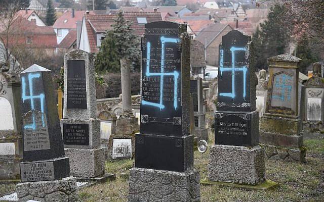lápidas con esvastica