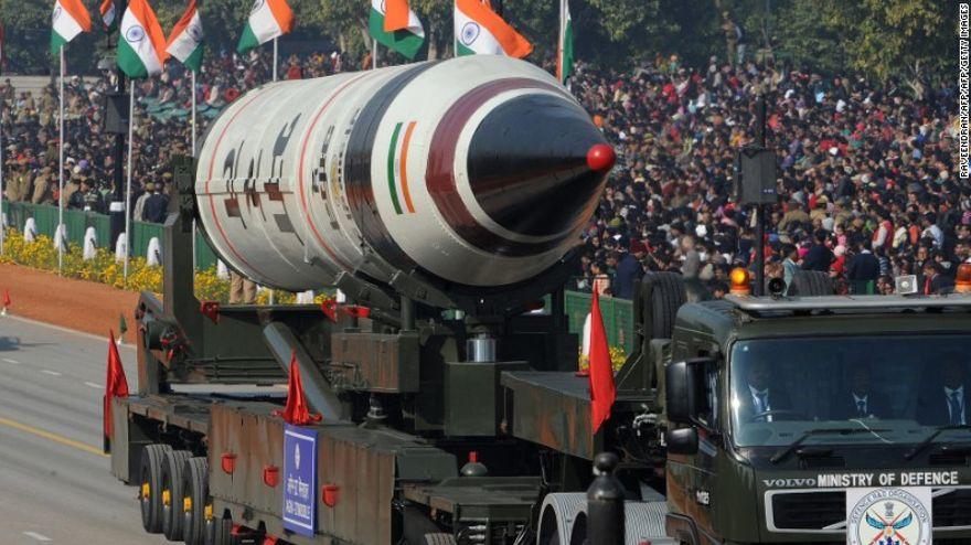 Un misil indio Agni V durante un desfile en el Día de la República en 2013