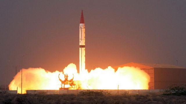 El lanzamiento de un misil Shaheen III, parte del arsenal de Pakistán (AFP)