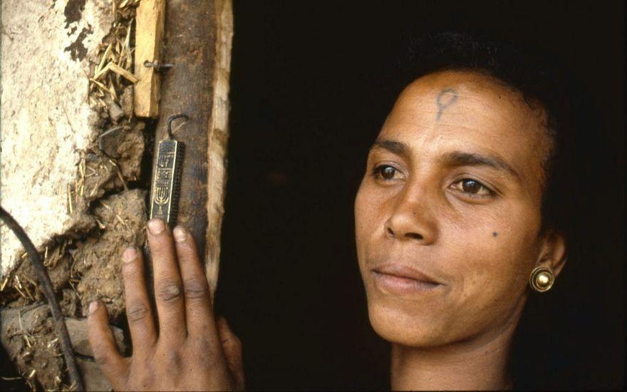 Berchko Adela cuando era niña en Etiopía, antes de la Operación Moisés. Ahora con 68 años, ella es una madre casada de cinco hijos y vive en Ashdod, Israel. (Beth Hatfutsot / via JTA)