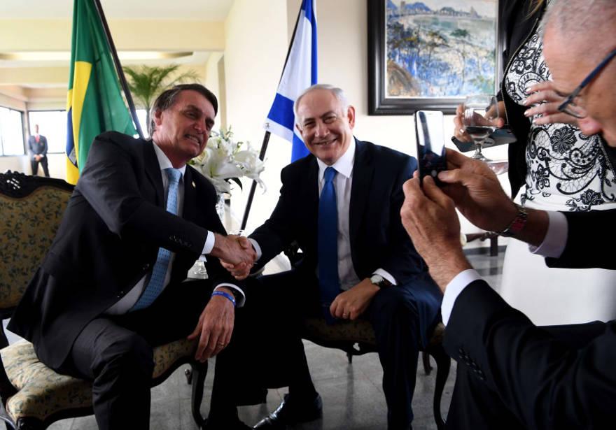 El primer ministro Benjamin Netanyahu y el presidente brasileño Jair Bolsonaro. (Crédito de la foto: AVI OHAYON - GPO)