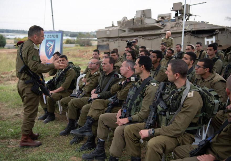 El Jefe de Estado Mayor de las FDI Aviv Kochavi y los soldados se preparan para la escalada prevista a lo largo de la frontera de Gaza, 29 de marzo de 2019.