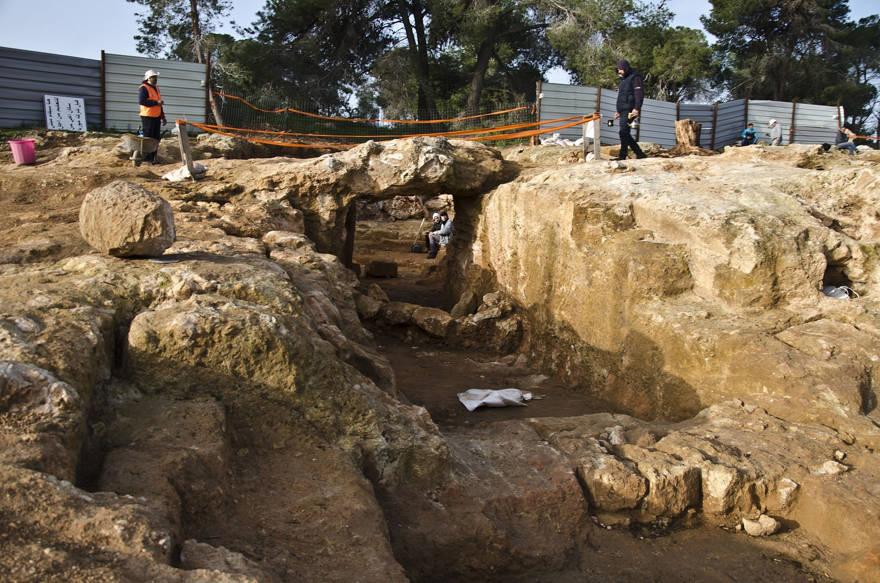 Imagen aérea del sitio de la era Hasmonea que se está excavando en el barrio Sharafat de Jerusalem. (Shai Halevi, Autoridad de Antigüedades de Israel)