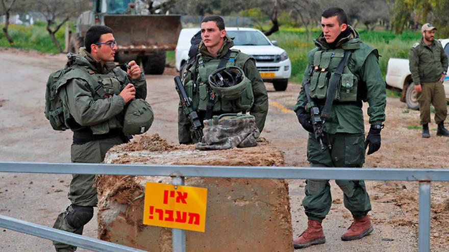 Tropas de las FDI desplegadas a lo largo de la frontera de Gaza (Foto: AFP)