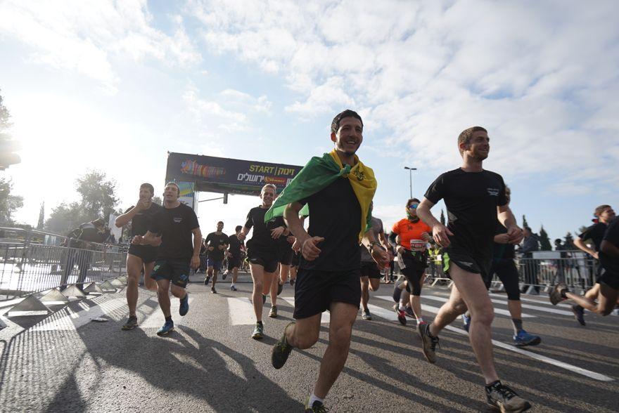 Soldados que participan en la novena maratón anual de Jerusalem. (Dor Schwartz)